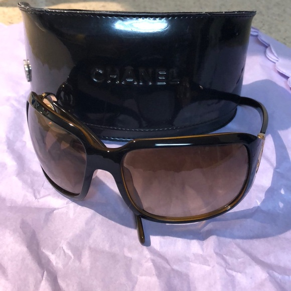 dcbff85f5026 CHANEL Accessories - Chanel Sunnies!